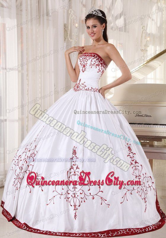 white quinceanera dresses with red Embroidery