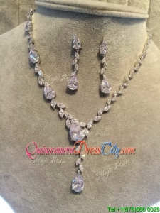 Fashionable Rhinestoned Jewelry Set in Silver