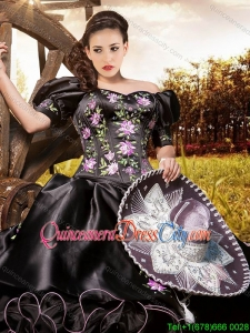 Fashionable Off the Shoulder Embroideried Black Quinceanera Dress with Short Sleeves