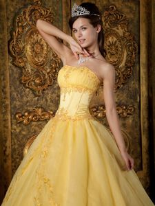 Floor-length Appliques Strapless Quinceanera Dress in Gold