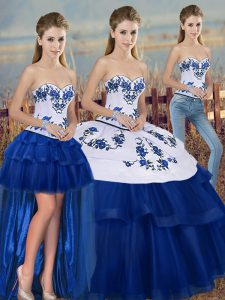 Sleeveless Tulle Floor Length Lace Up Quince Ball Gowns in Royal Blue with Embroidery and Bowknot