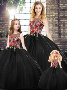 High Quality Sleeveless Floor Length Embroidery Zipper Vestidos de Quinceanera with Black