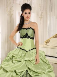 Pick-ups Appliques Quinceanera Dress For in Yellow Green and Black