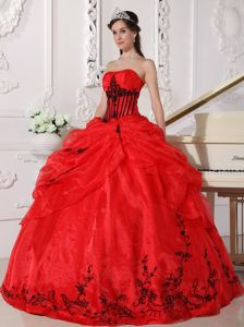 Appliques Red and Black Ball Gown Strapless Organza Dress for Quince