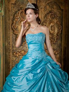 White Appliques Quinceanera Dress Decorated Ruffles in Teal