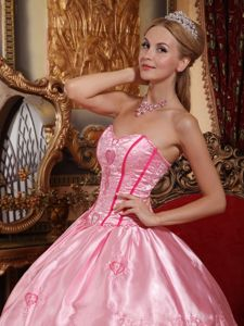 Embroidery Rose Pink Quinceanera Dress with Ruffled Layers