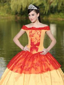Beautiful Off the Shoulder Quinceanera Dress with Lace Hem Ball Gown