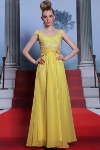 Yellow Ball Gowns Chiffon Scalloped Short Sleeves Beading and Appliques and Pleated Floor Length Side Zipper Mother of the Bride Dress
