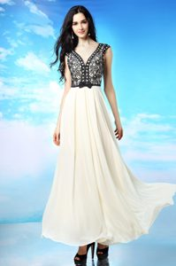 Most Popular White And Black Side Zipper V-neck Appliques and Bowknot Mother of Groom Dress Chiffon Cap Sleeves