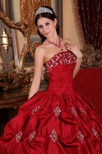 Floor-length Appliqued Pick-ups Wine Red Quinceanera Dresses