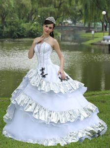Strapless Appliqued White Quinceanera Dress with Flounced Hem